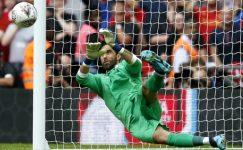 Beşiktaş'ın gündemine gelen kaleci Claudio Bravo, kurtardığı penaltılarla dikkat çekiyor