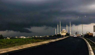 Kara bulutların sardığı Arnavutköy, gündüz vakti geceyi yaşadı