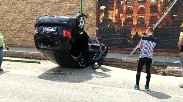 Köprülü kavşaktan uçan otomobilin sürücüsü araçtan burnu bile kanamadan çıktı