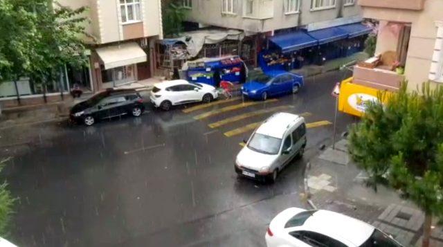 Meteoroloji uyarmıştı! İstanbul'da etkili olan sağanak yağış hayatı felç etti