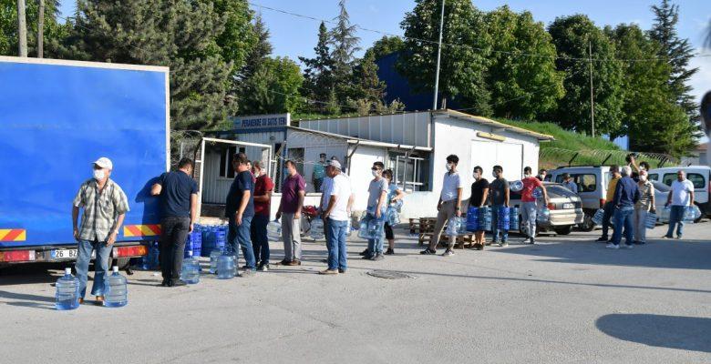 Eskişehir'de su kuyruğundaki vatandaşlar isyan etti