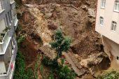 Giresun'da 2 binaya ait istinat duvarı yağışın etkisiyle çöktü