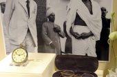 Hindistan'da bağımsızlık hareketinin lideri Gandhi'nin gözlüğü 340 bin dolara satıldı